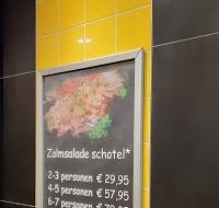 De kleur fel geel in de winkel